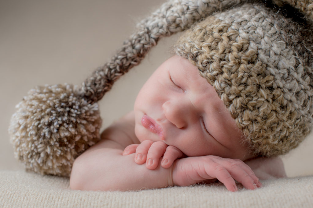 baby photography with hat